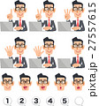 指で数字を示す、メガネをかけたビジネスマンとノートパソコン 27557615