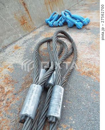 重量物の吊り上げにはワイヤーロープとシャックルが必要 27562700