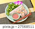 タイ料理「海老の生春巻き」。パクチー(香菜)とチリソース添え。 27568511