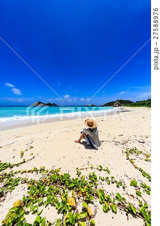 阿波連ビーチと女性 27588976