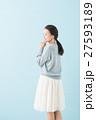 20代 女性モデル(青背景) 27593189