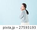 20代 女性モデル(青背景) 27593193