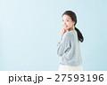 20代 女性モデル(青背景) 27593196