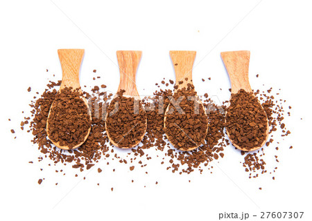 Instant coffee in wooden spoon on white backgroundの写真素材 [27607307] - PIXTA