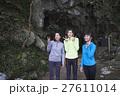 鍾乳洞を探検する女性達 27611014