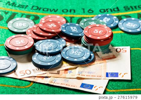 Poker chips and bills.の写真素材 [27615979] - PIXTA