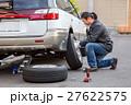タイヤ 交換 男の写真 27622575