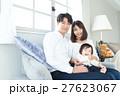 若い3人家族、赤ちゃん 27623067