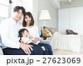 若い3人家族、赤ちゃん 27623069