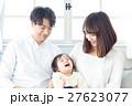 若い3人家族、赤ちゃん 27623077