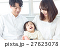 若い3人家族、赤ちゃん 27623078