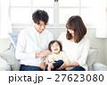 若い3人家族、赤ちゃん 27623080