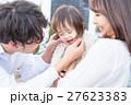 若い3人家族、赤ちゃん 27623383