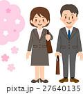スーツを着た若い男女と桜 新入社員 27640135