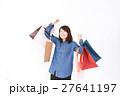 買い物袋を持つ女性 27641197
