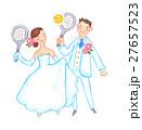 テニスをするウェディング姿のカップル 27657523
