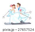 スキーをするウェディング姿のカップル 27657524