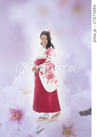 袴の女性 桜合成 27673660