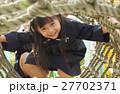 遊具で遊ぶ園児 27702371