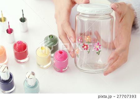 ガラス瓶に絵を描く 27707393