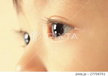 子供の目 アップ 27708701