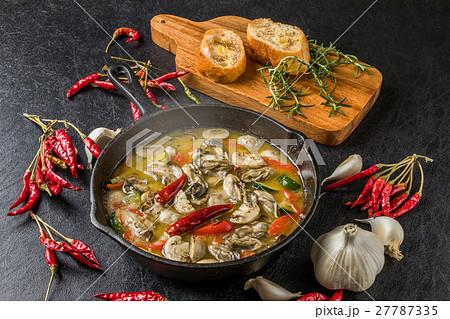 牡蠣のアヒージョ grill Spanish food of the oyster (ajillo) 27787335