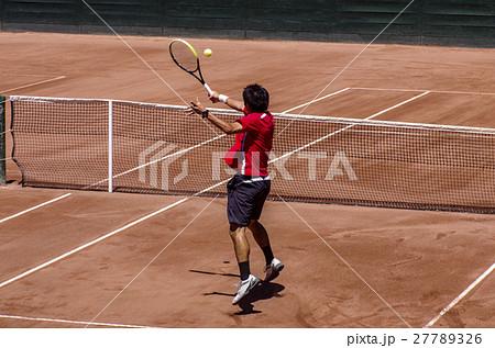 クレーコートでのテニス(ボレー) 27789326
