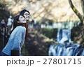 軽井沢 白糸の滝 観光を楽しむカップル 27801715