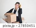 女性 人物 荷物の写真 27850451