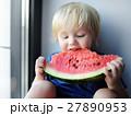 幼児 少年 すいかの写真 27890953