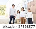 家族 マイホーム 仲良しの写真 27898577