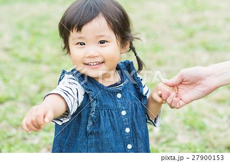公園で遊ぶ子供 27900153