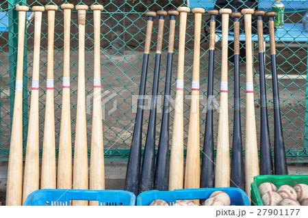 整頓された野球道具 27901177