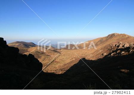 【九重山】登山道を見下ろす 27902411