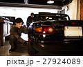 ガレージ メカニック 整備士 メンテナンス 点検 車 自動車修理工場 車庫 27924089