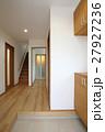 新築住宅の玄関からの風景 27927236