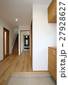 新築住宅の玄関からの風景 27928627