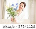 女性 中年 花の写真 27941128