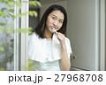 歯磨きをする若い女性 27968708