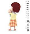 赤ちゃんを抱っこするママ5 27983519