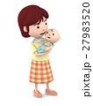 赤ちゃんを抱っこするママ6 27983520