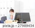 疲労 オフィスレディ 体調不良の写真 27989434