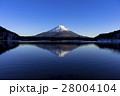 精進湖より厳冬期の逆さ富士 28004104
