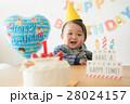 1歳の誕生日を祝ってもらう赤ちゃん 28024157