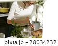 料理にこだわる女性 28034232