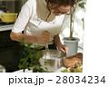 料理にこだわる女性 28034234