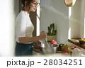料理にこだわる女性 28034251