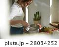 料理にこだわる女性 28034252