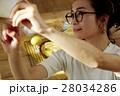自作料理を撮影する女性 28034286