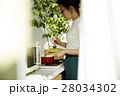 料理にこだわる女性 28034302